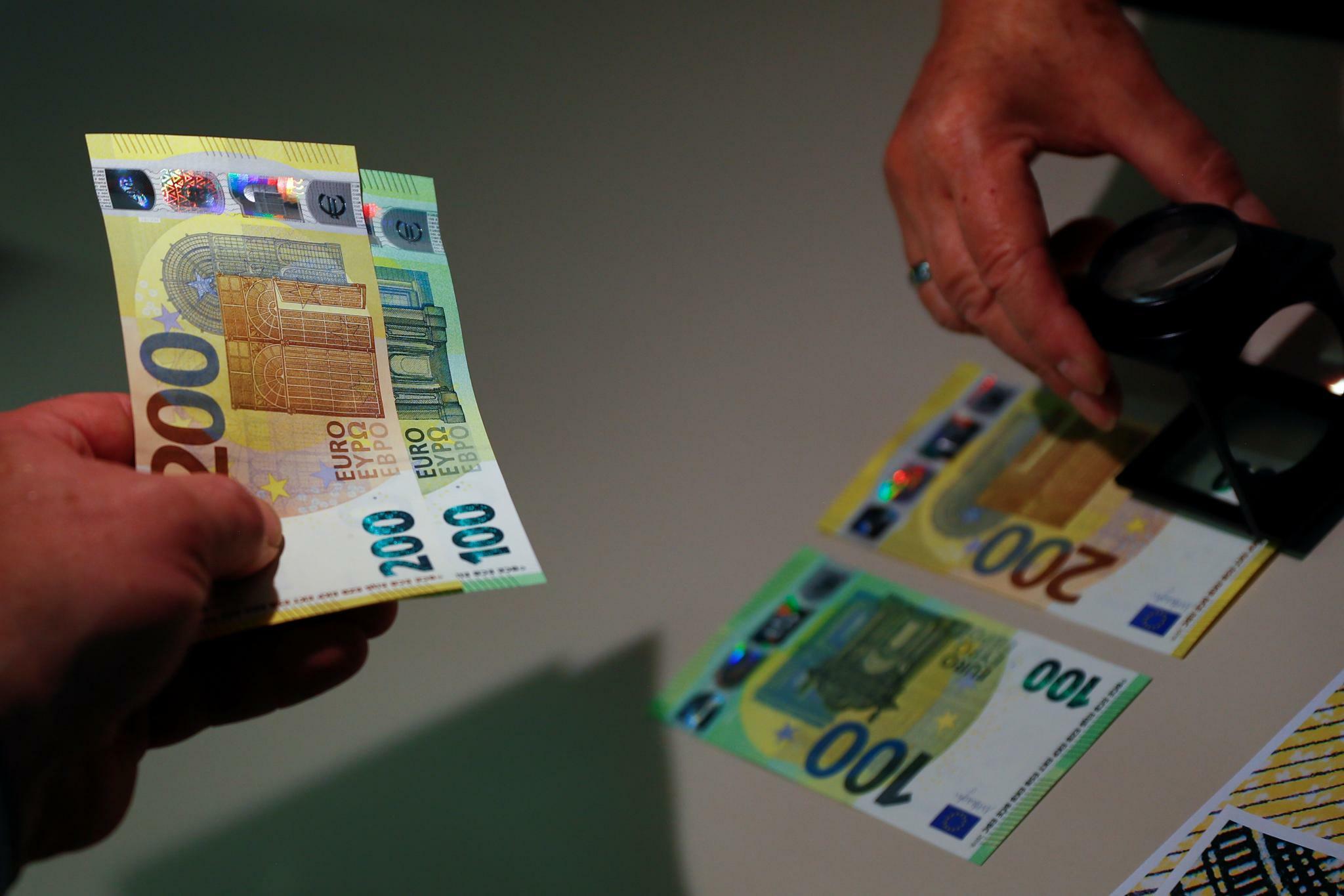 Ezb Neue 100 Und 200 Euro Scheine Ab Ende Mai 2019 Im Umlauf