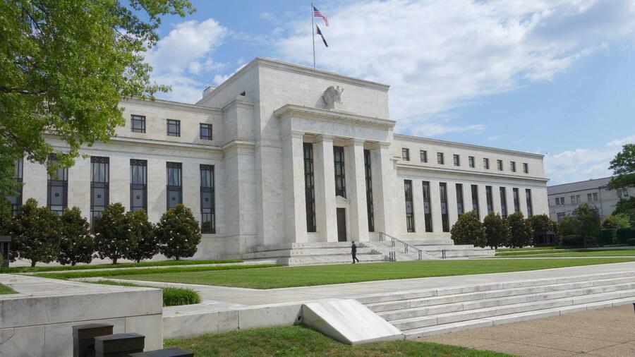 Die Mitglieder der US-Notenbank Fed korrigierten die Prognose für die US-Wirtschaft nach oben. Quelle AFP