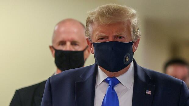 Coronakrise: Trump trägt Maske bei Besuch von Militärkrankenhaus