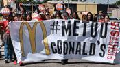 """#MeToo-Bewegung: """"Ich steh' nicht auf der Speisekarte"""" – McDonald's-Mitarbeiter protestieren gegen sexuelle Belästigung"""