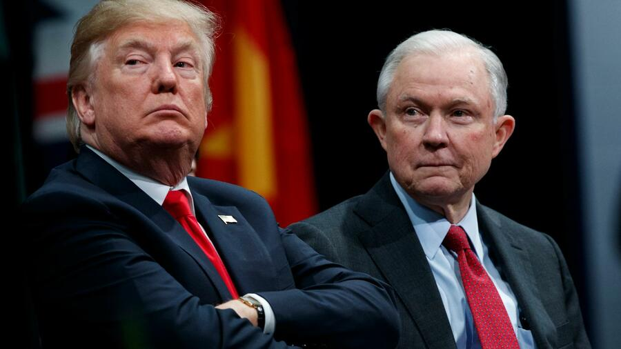 US-Präsident Donald Trump (links) und sein Justizminister Jeff Sessions Quelle: dpa