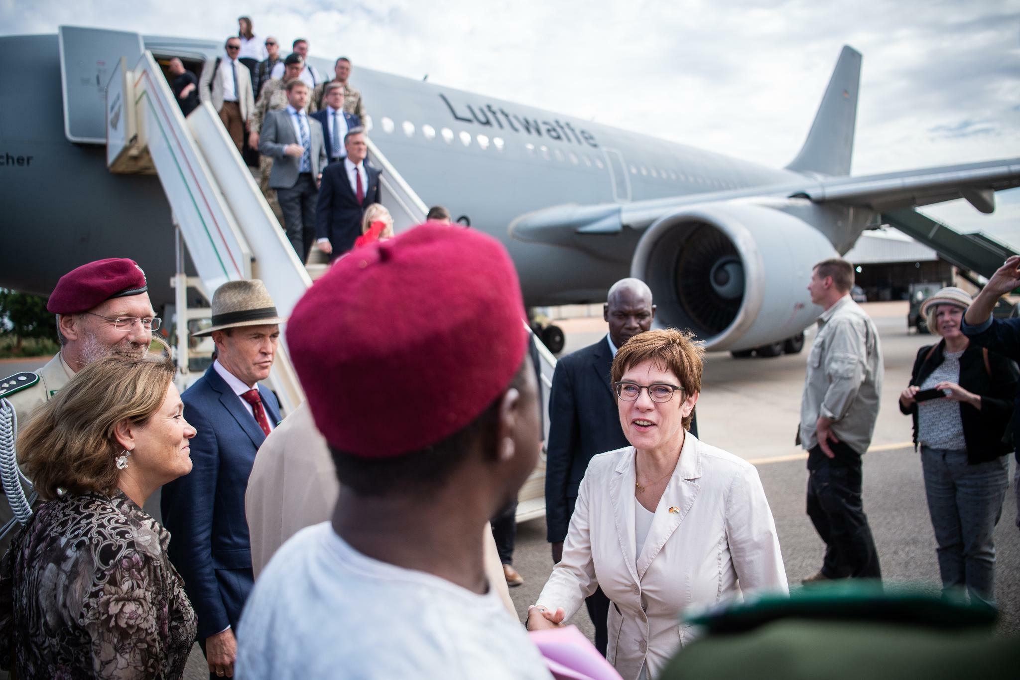 Kramp-Karrenbauer will Bundeswehreinsatz in Mali womöglich ausweiten