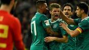 Fußball: WM-Härtetest: Spanier reizen Löws Weltmeister