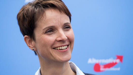 """Frauke Petry, Sprecherin des Bundesvorstands der Partei Alternative für Deutschland (AfD): """"Politiker, die den Rechtsstaat aushöhlen."""" Quelle: dpa"""