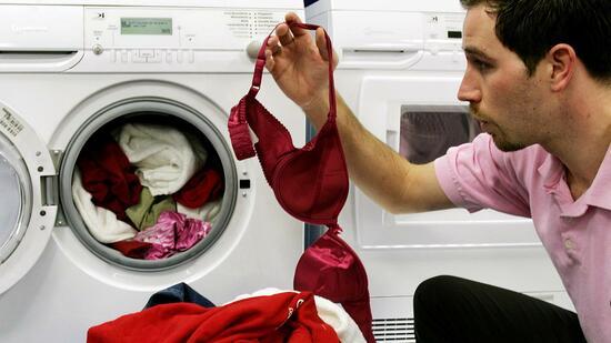 stiftung warentest billige waschmaschinen gehen schneller. Black Bedroom Furniture Sets. Home Design Ideas
