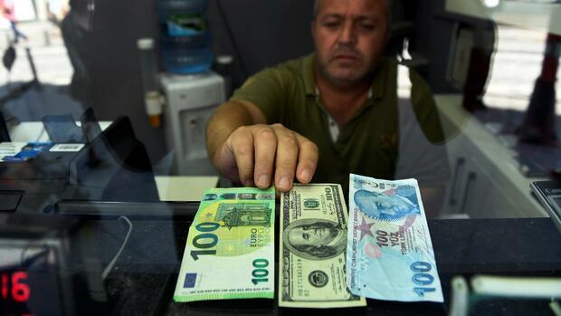 Devisen: Türkische Lira fällt erneut auf Rekordtief