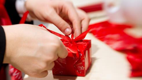Weihnachtsgeschenke. Bild: dpa