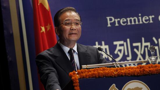 huGO-BildID: 20322634 Chinese Premier Wen Jiabao delivers a lecture in New Delhi, India, Thursday, Dec. 16, 2010. Wen is on a three-day trip to India aimed at building trust and strengthening economic links. (Foto:Gurinder Osan/AP/dapd) Quelle: dapd