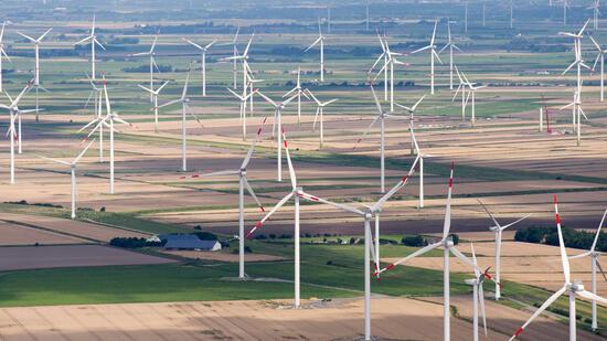 Wirtschaft | Zuschläge für neue Windanlagen an Land - Aussicht auf weniger Kosten