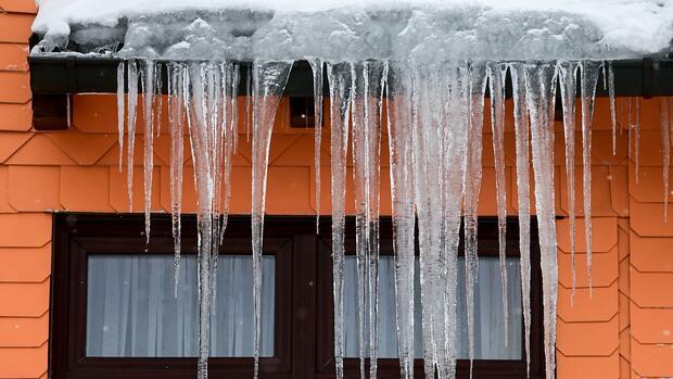 Private Absicherung: Schnee und Eis: Welche Versicherung bei Frostschäden zahlt – und welche nicht