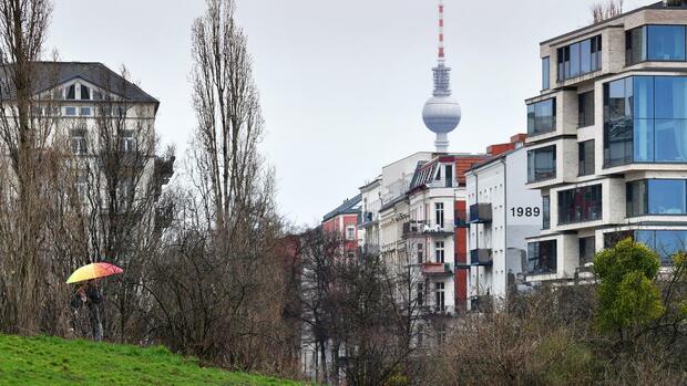 Immobilienmarkt Berlin: Wie teuer der Mietendeckel Vermieter zu stehen kommt