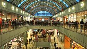 Weihnachts-Shopping im Allee-Center in Magdeburg. Quelle: dpa