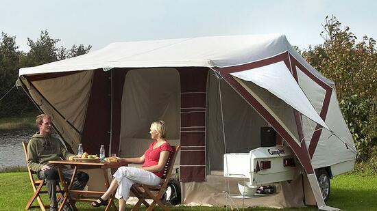 caravan salon vom anh nger zum wohnzelt in zw lf minuten. Black Bedroom Furniture Sets. Home Design Ideas