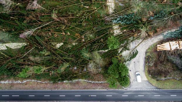 "Orkan: Sturmtief ""Friederike"" kommt, die Glätte bleibt"