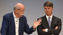 (L-R) Dieter Zetsche, CEO of the German car maker Daimler AG, Harald Krueger, CEO of the German car maker BMW and Matthias Mueller, CEO of German car maker Volkswagen AG, speak together during a talk at the so-called Auto-Gipfel - automotive meeting - in Munich, southern Germany, on November 9, 2016. / AFP PHOTO / CHRISTOF STACHE Quelle: AFP; Foto: Yuri Gripas