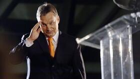 """Der Orbán-Vertraute und Kommunalpolitiker Mate Kocsis kündigte im Dezember 2014 die Einführung von Zwangsdrogentests für Jugendliche zwischen 12 und 18 Jahren an. Nach Protesten schwächte Orbán den Plan dahingehend ab, die Drogentests nur für jene anzubieten, deren Eltern damit einverstanden sind. Orbán selbst fordert solche Tests auch verpflichtend für Journalisten, Politiker und """"Personen in Vertrauenspositionen"""